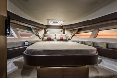 The commanding Sea Ray 400 Sundancer features an expansive master bedroom